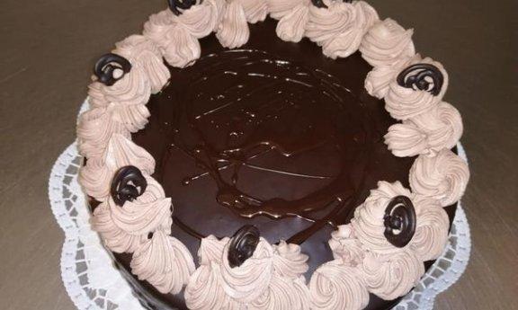 Dort čokoládový -430,-Kč