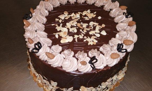 Dort mandlovo čokoládový - 1160,-Kč